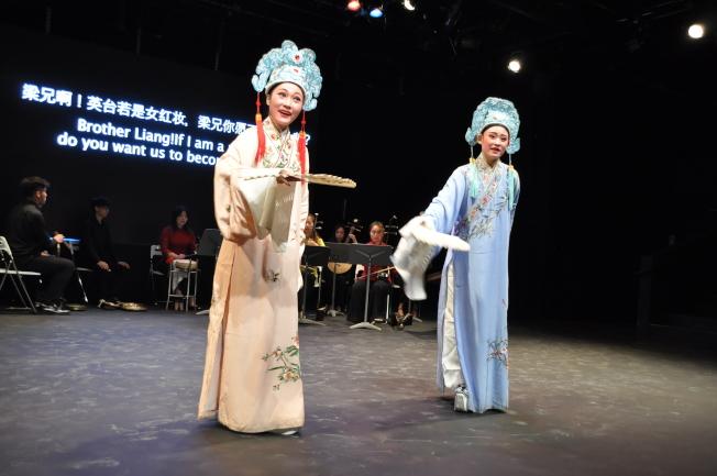 上海戲劇學院代表團演出京劇「徐策跑城」、崑曲「牡丹亭—遊園」、越劇「梁祝—十八相送」等戲曲,引起觀眾熱烈迴響。(記者林亞歆/攝影)