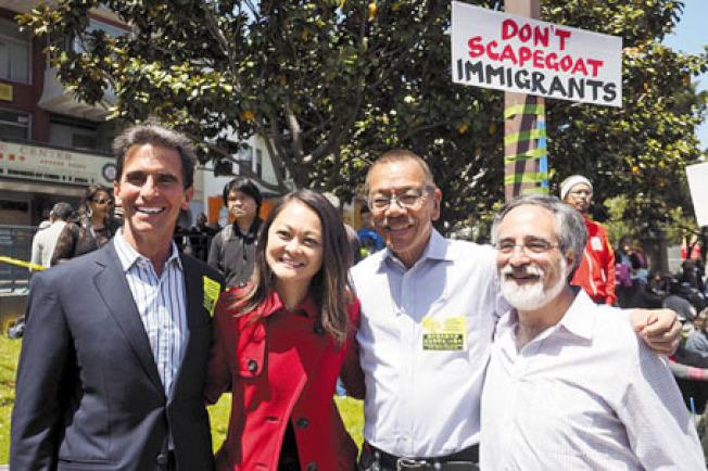 民選官員聲援藍諾(左起)、朱嘉文、余鼎昂、佩斯金。(記者關文傑/攝影)