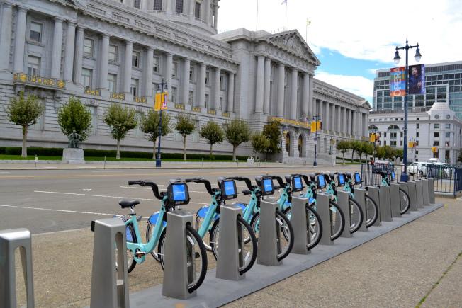 美國共享單車被要求單車要整齊擺放。(北美共享單車協會/提供)