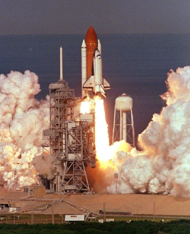 「哥倫比亞號」太空梭在八○年代發射的壯觀場面。(美聯社)