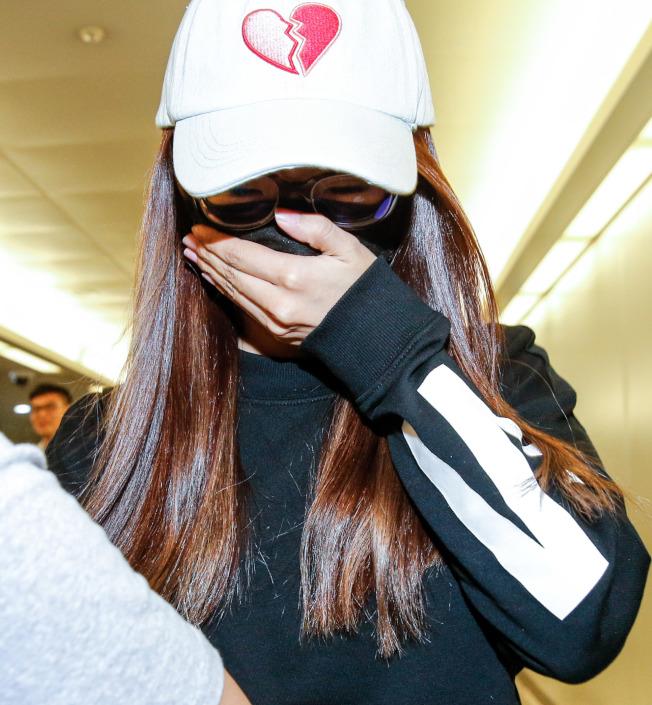 謝金晶搭機從印尼返台奔喪。記者鄭超文/攝影