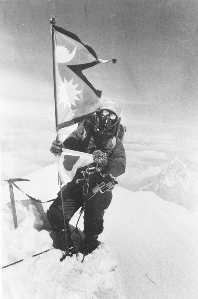 田部井淳子1975年5月16日登上珠穆朗瑪峰,為世界上第一位成功登頂的女性。(美聯社)