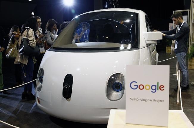 州長伊藝日前親赴矽谷參觀Google自動車,認為夏威夷是研發自動車的理想地點。(Getty Images)