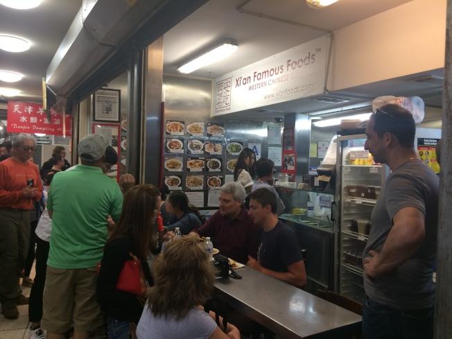 位於黃金商場的「西安名吃」創始店,將在本月底關閉。(記者牟蘭/攝影)