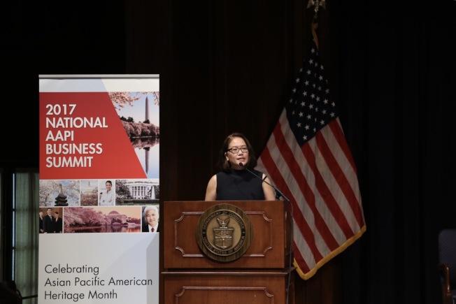 尼爾森諮詢公司副總裁Mariko Carpenter亦結合當下消費者需求分析報告,建議亞太裔企業拓展多元人脈圈、結合需求個性化服務,並團結亞太裔社區共謀發展。(記者羅曉媛/攝影)
