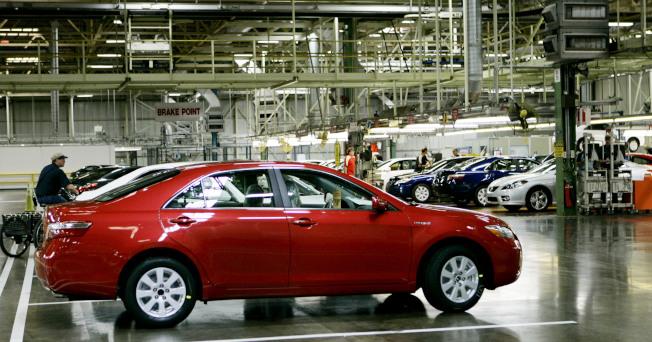 豐田肯德基州喬治城的車廠,2006年10月12日展示新產的Camry Hybrid。(美聯社)