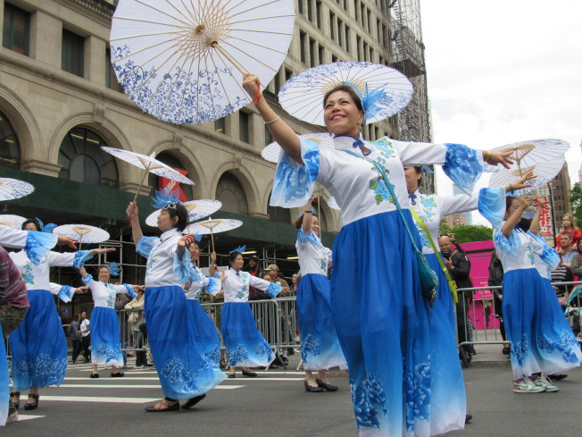華人舞蹈團姿態優雅,展現東方美。(記者顏嘉瑩/攝影)