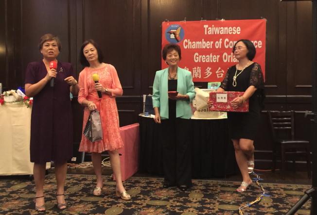 大奧蘭多台灣商會年會中抽獎一景。(記者陳文迪/攝影)