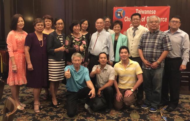 大奧蘭多台灣商會部分出席的新舊理事及顧問合影。(記者陳文迪/攝影)