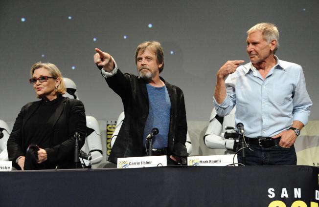 2015年7月10日,《星際大戰》電影原班人馬,包括飾演天行者 (Skywalker) 的馬克·漢米爾 (Mark Hamill)、飾演韓索羅 (Han Solo) 的哈里遜·福特 (Harrison Ford)、以及飾演莉亞公主 (Princess Leia) 的凱莉·費雪 (Carrie Fisher) 皆出席國際動漫展,宣傳全新系列電影《星際大戰:原力覺醒》(Star Wars: The Force Awakens)。美聯社