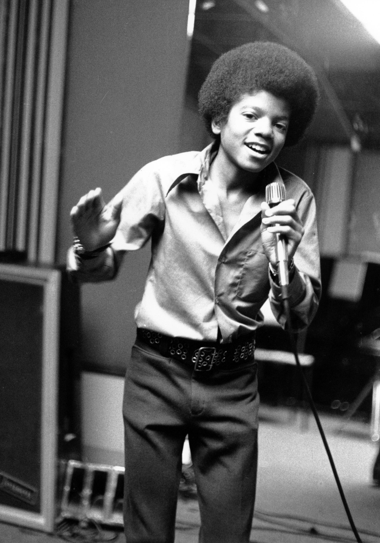 1972年,13歲的麥可傑克森(Michael Jackson)在加州家中小試身手。美聯社