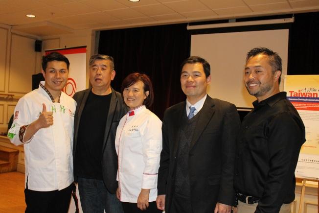 左起:廖昱翔、陳飛、李怡君、黃正杰與林凱平合影。 (圖與文:記者張瓊月)