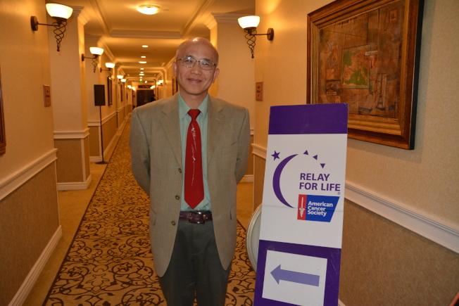 洛杉磯加大醫院放射腫瘤科醫師李百勛講解「 癌症與現代放射治療」。(記者高梓原/攝影)
