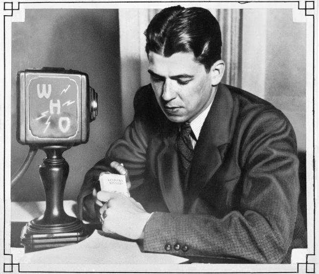 1937年,26歲的雷根在愛荷華州擔任電台播報員。(美聯社)