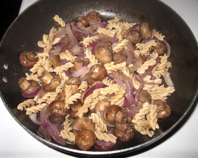 酒醋蘑菇義大利麵2