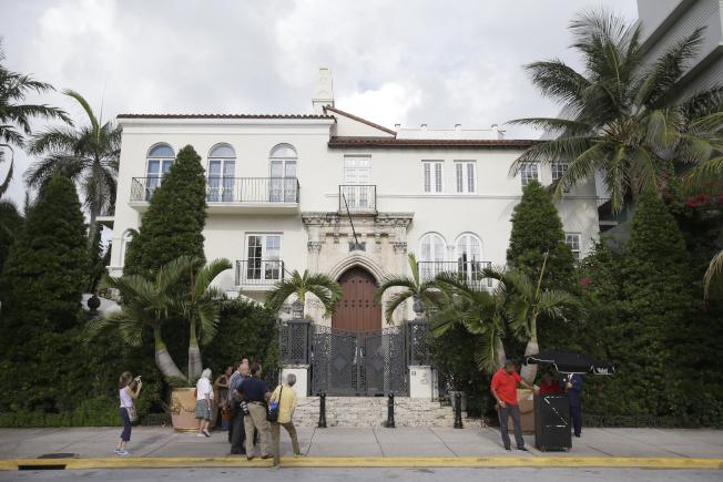 時裝設計大師凡賽斯就是在邁阿密的豪宅前遇害。(美聯社)