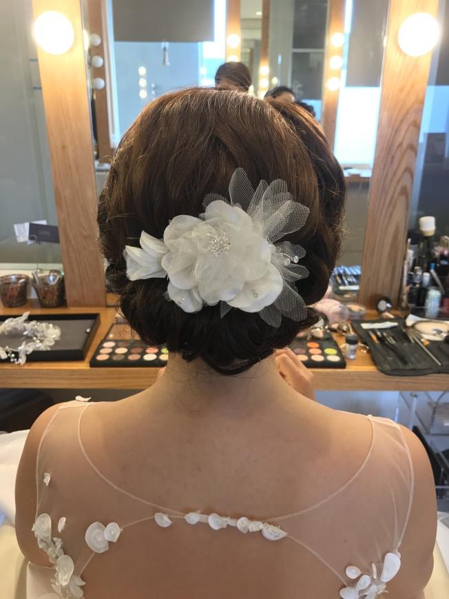 上妝盤髮的新娘子。(Infore/提供)