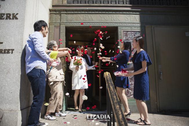 市政廳婚禮,別緻有意義。(「Lizadia來」/提供)