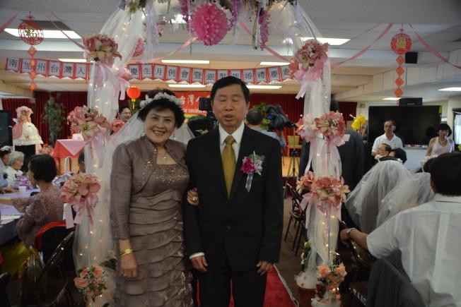 藍寶石婚的關光耀和關錦香。(記者張宏/攝影)
