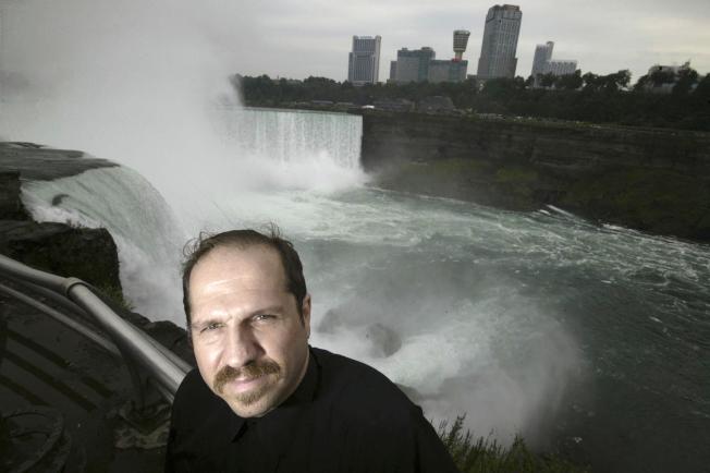 瓊斯4月19日在尼加拉瀑布跳水失敗,本月2日其遺體在安大略湖口被發現。(美聯社)
