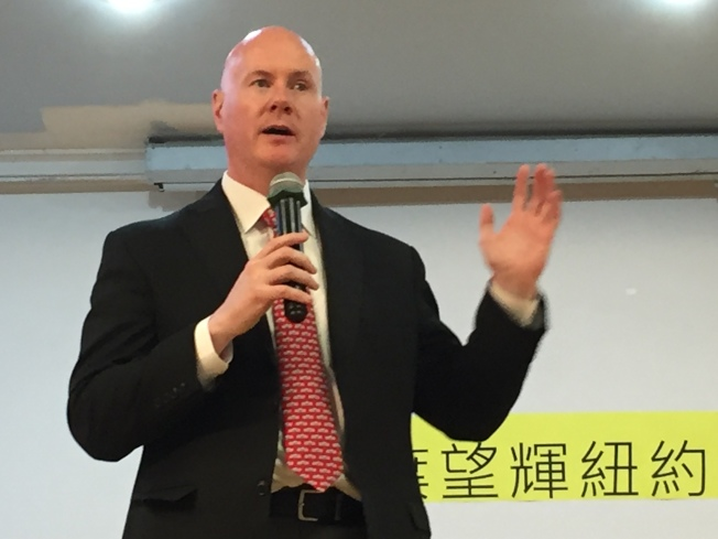 葉望輝分享他認識台灣的過程和政壇的經歷。(記者朱蕾/攝影)