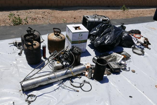 警方搜查出的一些製毒用品。(記者李雪/攝影)