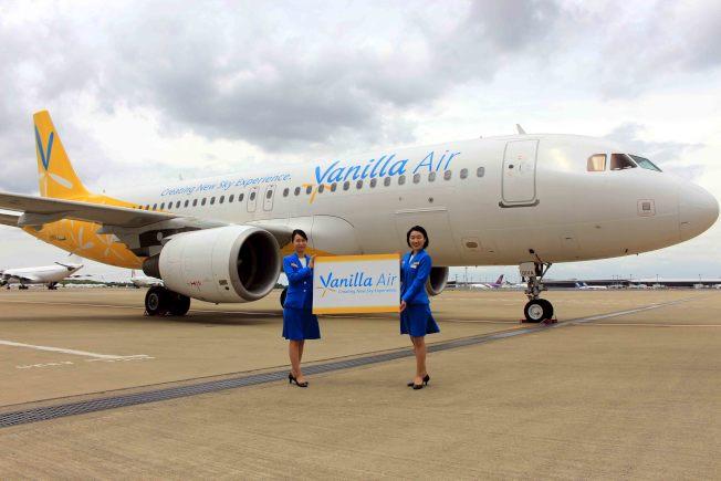 香草航空一架從香港飛抵成田機場的航班,有34人未經入國審查就入境日本。圖為日前香草航空在機身上新增「Creating New Sky Experience」的企業識別字樣。(香草航空提供)