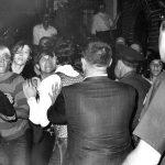 1969年6月28日:石牆外的同志怒喊