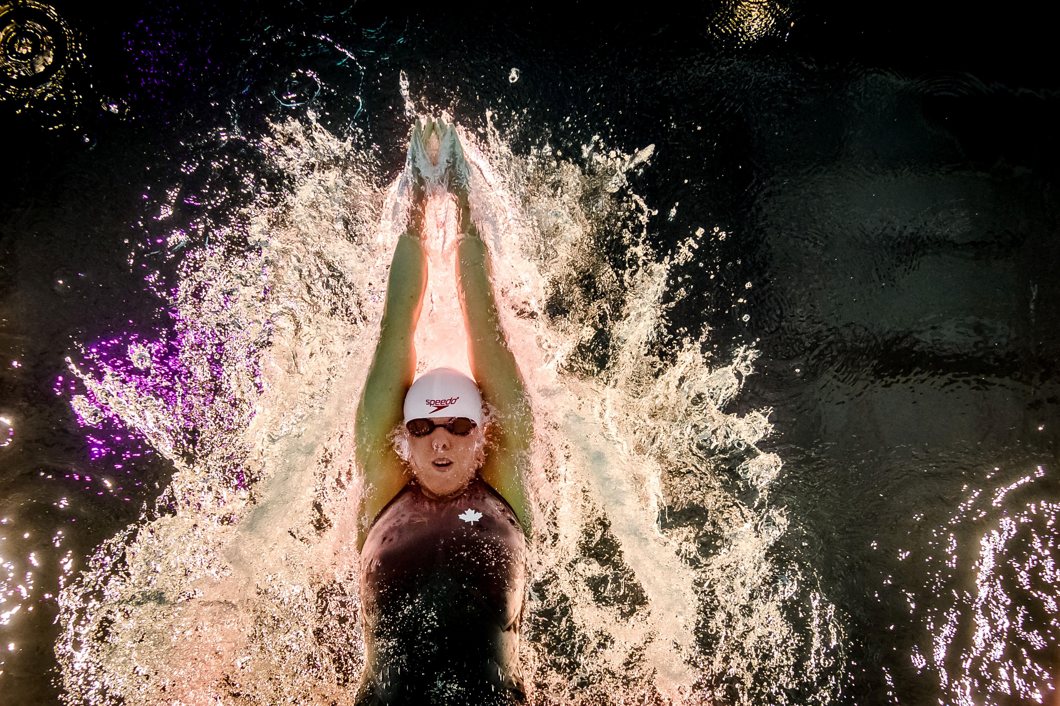 在世界游泳錦標賽中,加拿大選手Canadas Kierra進行400混合接力決賽。(Getty Images)