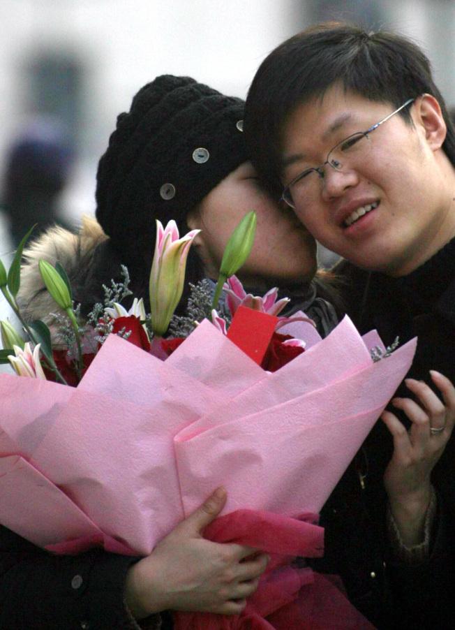 很多人把戀愛看作是完全由緣分決定的事情。(新華社)
