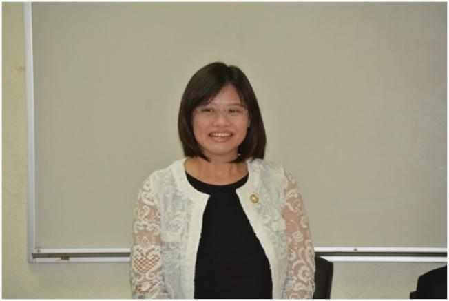 休士頓僑教中心副主任李美姿致詞。
