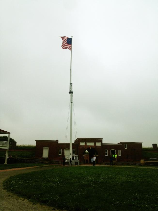麥克亨利堡上空的國旗有15顆星。