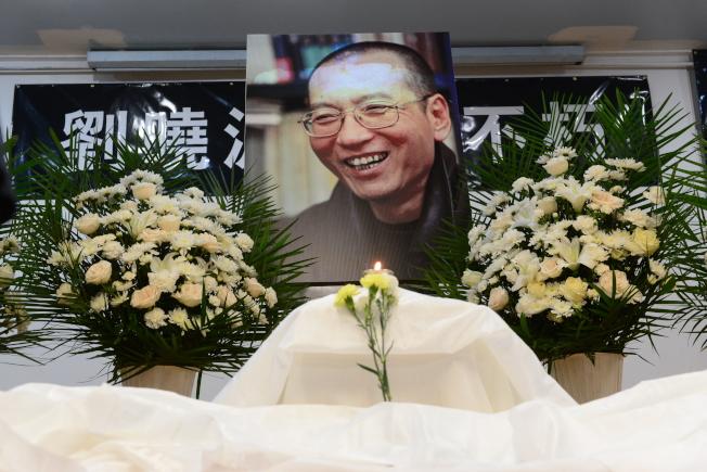 紐約各界15日在法拉盛台灣會館舉行劉曉波追悼會。(記者許振輝/攝影)