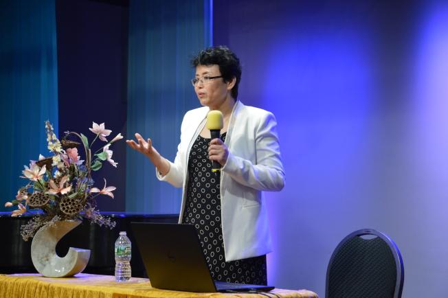 魏麗紅指出,若提早發現鼻咽癌且善用化療和電療治療,五年存活率極高。(記者牟蘭/攝影)