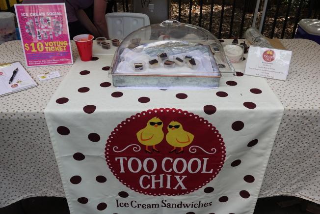 Too Cool Chix推出多種口味的冰淇淋餅乾。(記者金春香/攝影)
