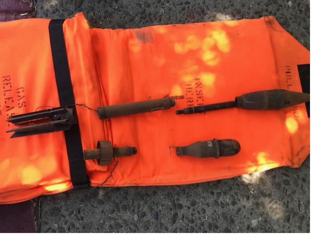 防彈小組到場後以X光檢視榴彈,證實榴彈內已無爆裂成分,並將榴彈拆解、棄置。(圖:桑尼維爾警方提供)