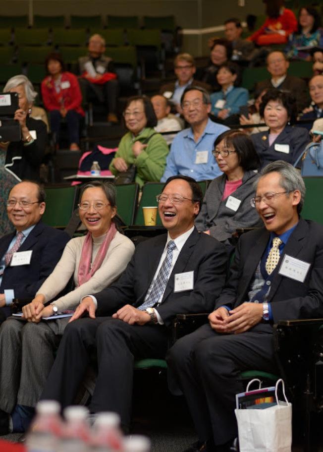 前台北行政院長江宜樺、李淑珍夫婦(前排右二、右三)聽吳玲瑤演講,開懷大笑。(謝開明攝)
