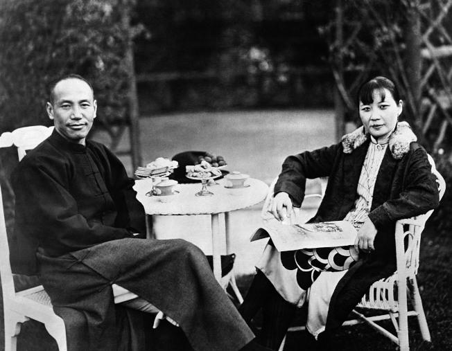 宋美齡(右)是衛斯理學院最出名的中國留學生。(美聯社)