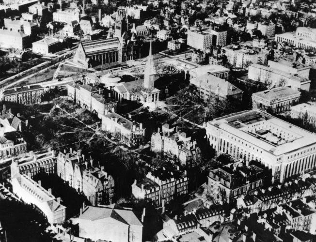 哈佛大學對近代中國影響深遠,圖為1942年的哈佛大學。(美聯社)