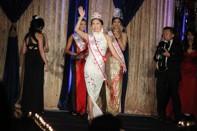 華埠小姐選美大賽暨獎學金之夜29日晚間結果出爐,由17歲佳麗陳蔚琳奪得后冠。(記者郭宗岳/攝影)