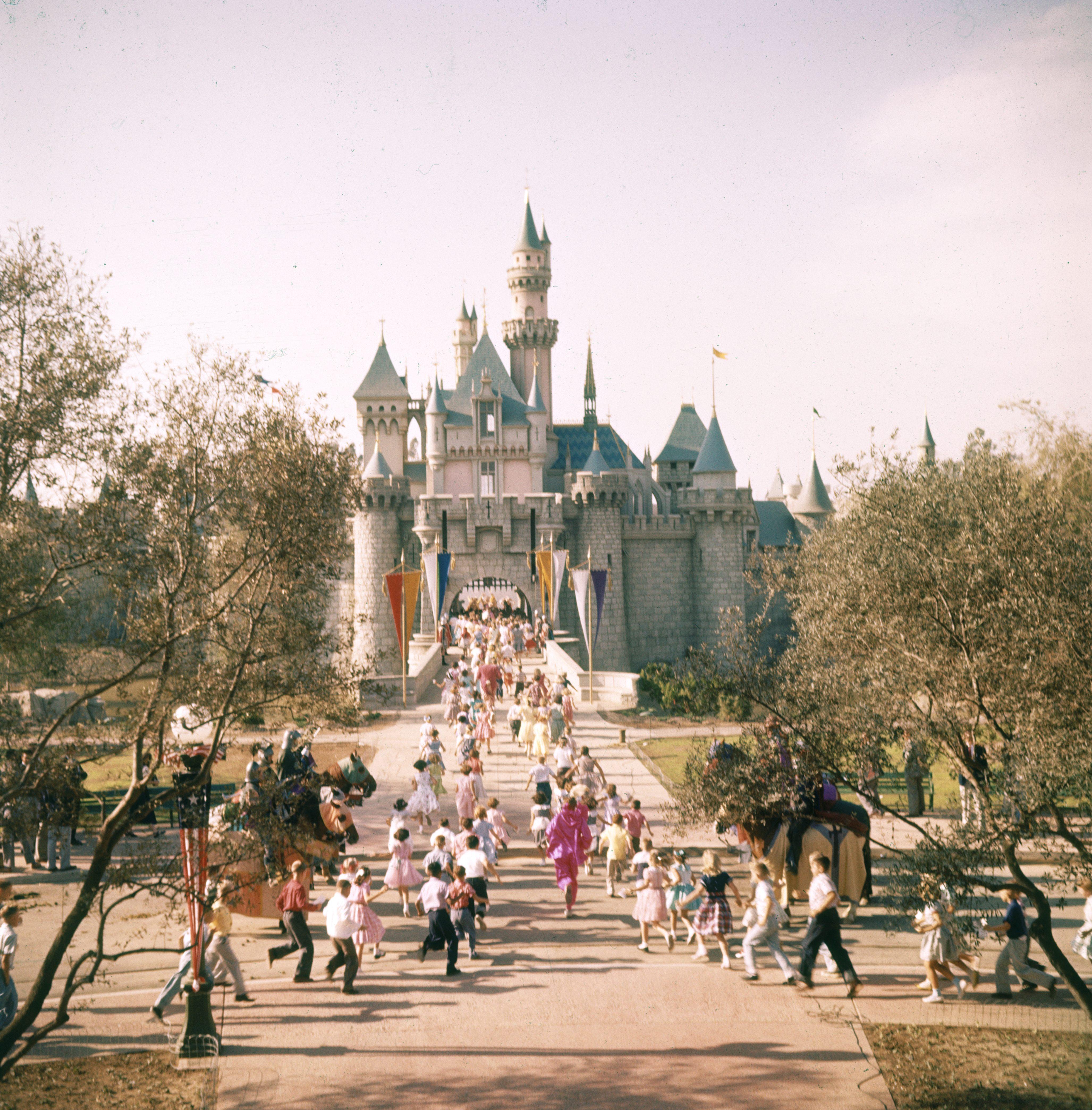 1955年迪士尼加州冒險樂園。(Getty Images)