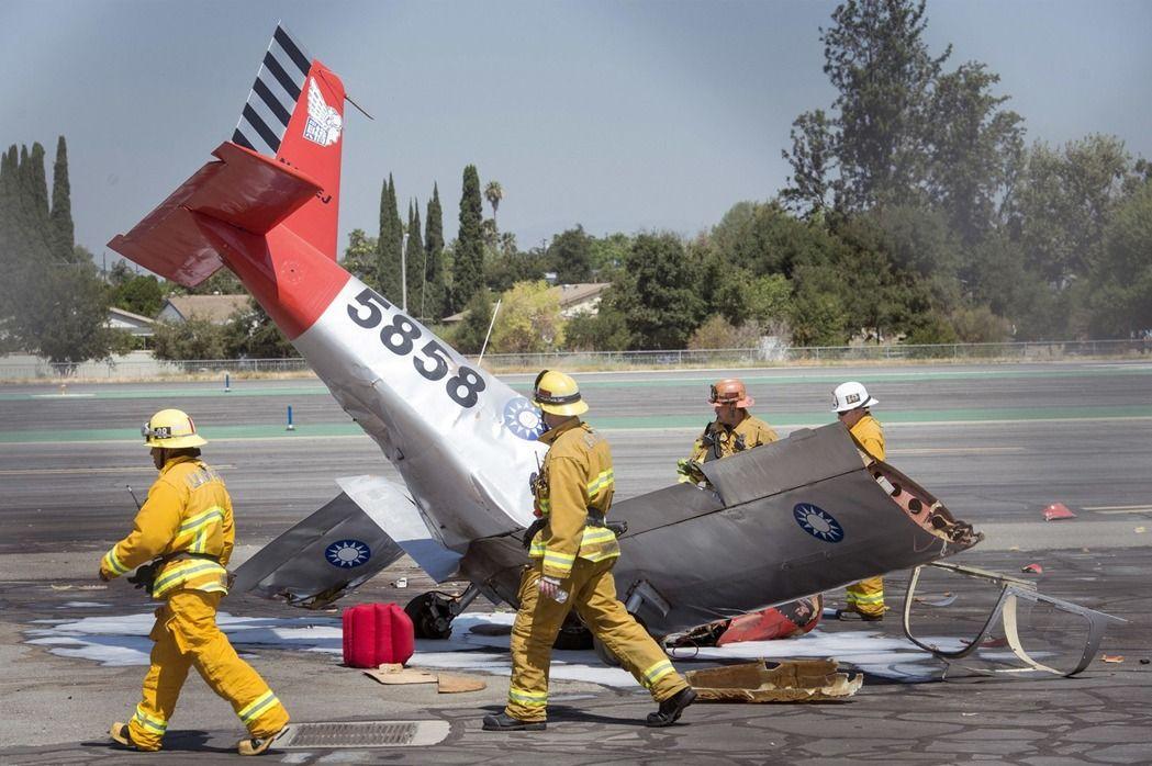 一架單引擎飛機在加州聖蓋博谷機場起飛不久後,墜落在機場南邊,機上飛行員應天華當場遇難。( 美聯社)