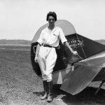 1929年8月8日她在空中飛了196小時