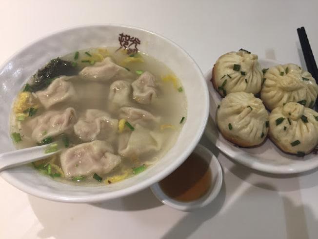 上海生煎包餛吞湯。