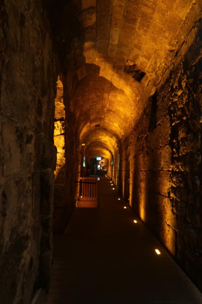 耶路撒冷鄰西牆的地底下,有485公尺長的西牆隧道。