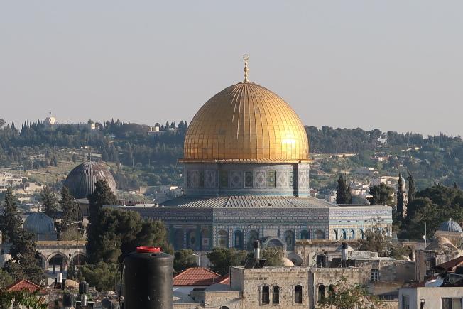 耶路撒冷的伊斯蘭教岩石圓頂清真寺,金頂閃爍,耀眼炫麗。