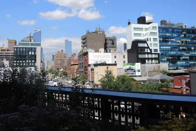 高線公園社區改頭換面,從工業園區蛻變為豪華住宅區,大型新地產拔地而起。(記者俞姝含/攝影)