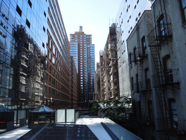 高線公園社區改頭換面,從工業園區蛻變為豪華住宅區。(記者俞姝含/攝影)
