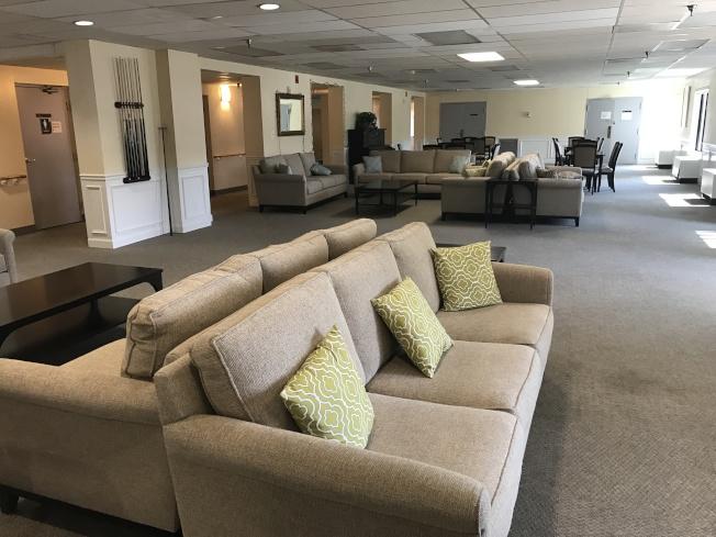 老年公寓樓下的活動休息室,可供老人聊天、休閒用。(記者羅曉媛/攝影)