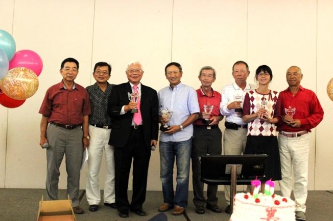 清閒俱樂部高爾夫球賽水晶獎盃得獎者合影。